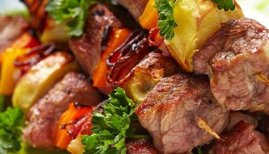 χοιρινά σουβλάκια με λαχανικά