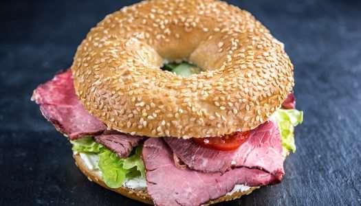 sandwich με καπνιστό βουβαλίσιo μπoύτι