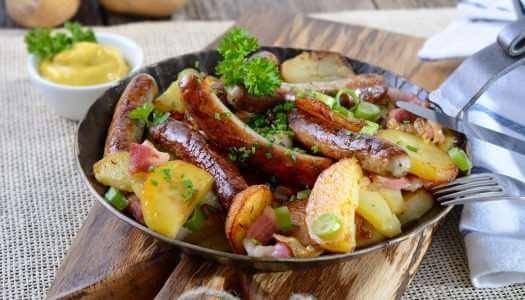 Λουκάνικα Τζουμαγιάς με πατάτες στο τηγάνι